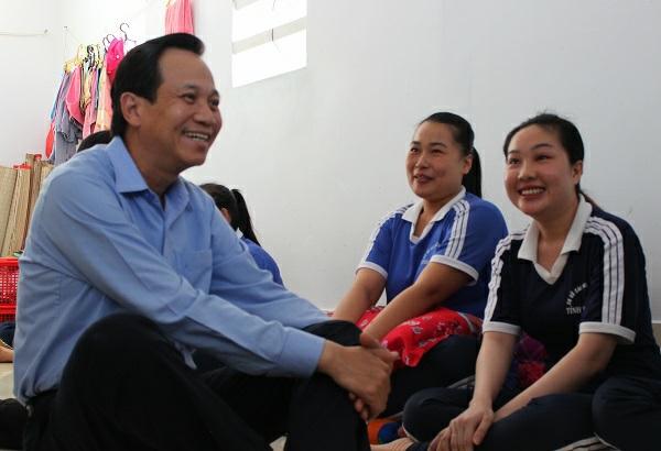 Bộ trưởng Bộ LĐTBXH Đào Ngọc Dung thăm hỏi các học viên tại Cơ sở cai nghiện ma túy tỉnh Bạc Liêu